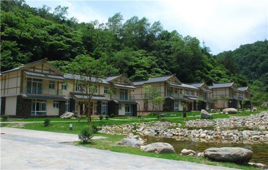 唐家河:躺在床上看野生动物的大酒店