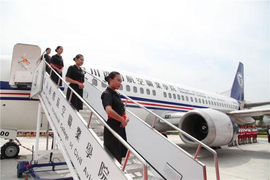 为让学生刷真实感 四川一高校买架飞机上课