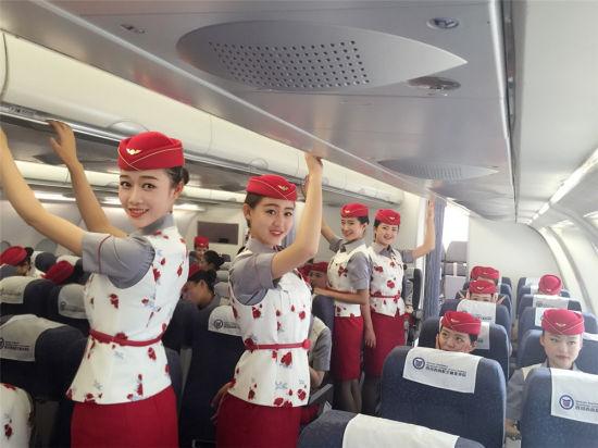 危急时刻 请相信机组人员——探访民航空乘空保如何炼成图片