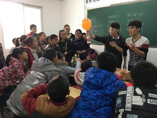 """2017感动武侯人物:簇桥街道""""星星计划""""志愿服务队"""