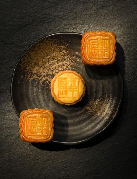 源自1986年香港半岛酒店嘉麟楼的独家配方,半岛酒店迷你奶黄月饼以