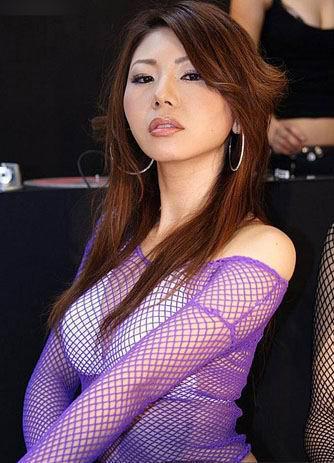 性感少妇极度诱惑图片_美体少妇纯白内衣套装写真