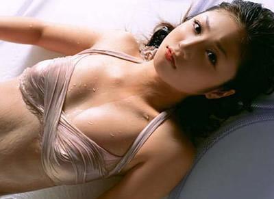 飞机场美女养胸提罩杯四妙招