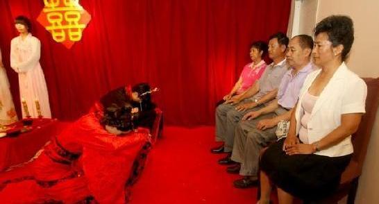 中国留学生穿汉服复古模仿仪式举行汉代婚礼什么自慰心里女生图片