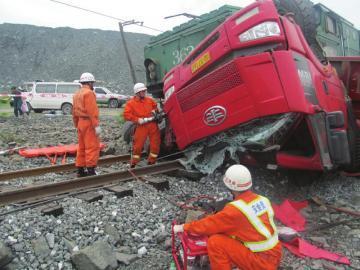 货车撞上火车