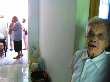 罗淑君老人。
