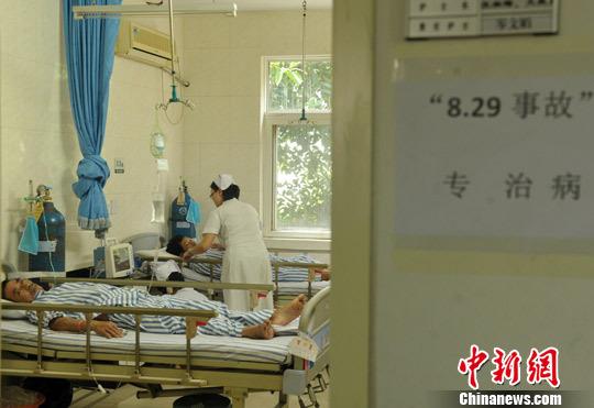 图为事故中的伤者伤情稳定。刘忠俊 摄