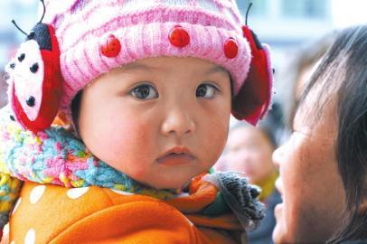 小女孩楚楚动人的大眼睛(经当事人同意,对未成年人未做特殊处理)