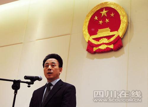 代省长魏宏与省人大常委会组成人员见面并发言。 四川日报记者 何海洋/摄