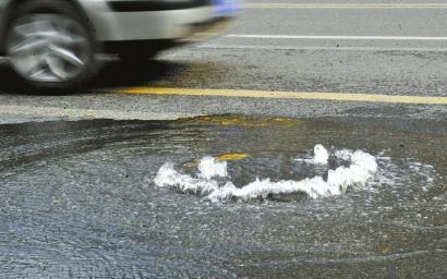 1月21日,窨井不停往外冒水
