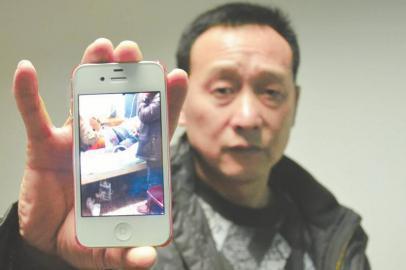 朱建华用手机拍下朱灵在ICU病房抢救的场景