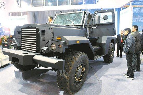 可以防弹防地雷的特种越野车。