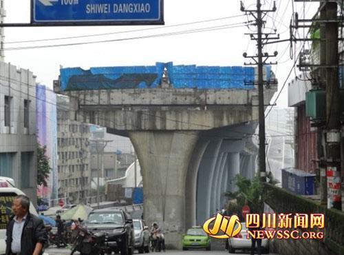 """未修建完工的""""断头桥"""""""