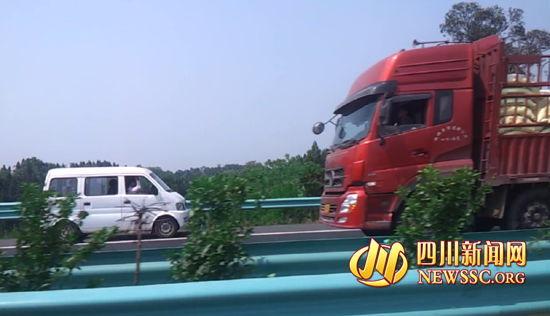 面包车高速路上逆向狂奔