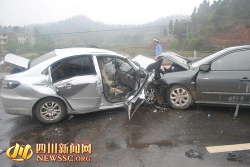 事故车辆头部发生严重变形