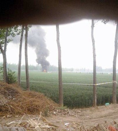 5月3日,山东聊城市蒋官屯镇一直升机坠毁现场。