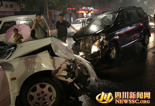 两车损毁严重。