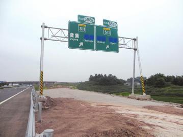 泸渝高速旁在建的互通