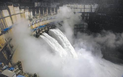 这是7月14日拍摄的金沙江溪洛渡水电站。