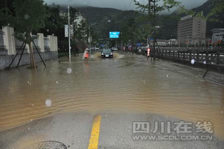 街道出现内涝。