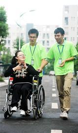 女孩截瘫的坚强女生昨日成都大学报到(图)韩版高位宿舍mp4图片