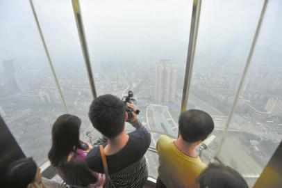 """登上""""西部第一高塔"""",成都景色尽收眼底"""