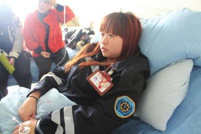 受伤的杨婷还在医院治疗。