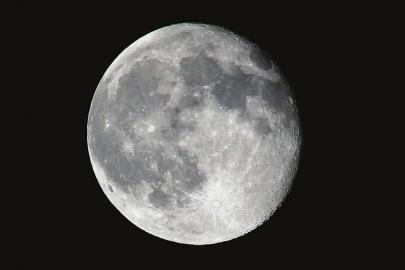 由于前日降水后天气转晴,川南片区均能看到明月。 张洵 摄