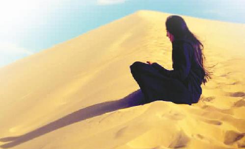 吕书萱在沙漠