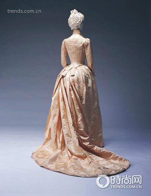 那道神奇的公主线 高级时装的鼻祖时装屋探秘