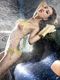 比基尼美女湿漉漉的诱惑