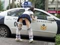清纯女对警察秀底裤
