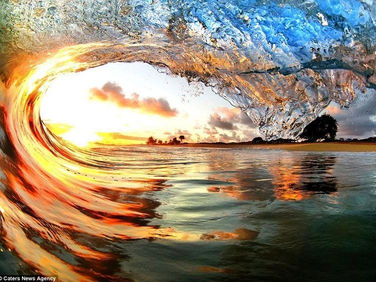 阳光下的惊艳海浪