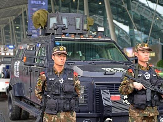 蓉机场装甲车执勤