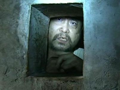宜宾男被囚碉堡
