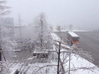 西岭雪山飘大雪