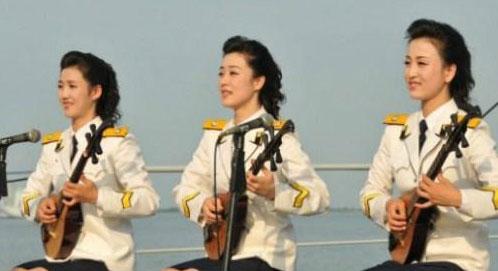 朝鲜海军文工团的女兵们貌美如花